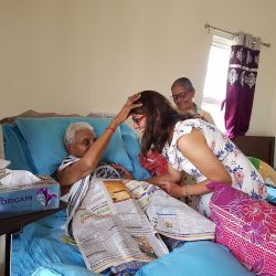 papayacare Founder With Residents 9